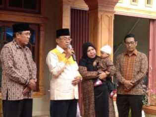 Cabup Inhil HM Wardan Hadiri Syukuran dan Peresmian Nama Cucu H. Khairudin