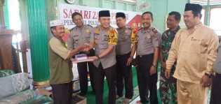 Kapolres Rohil Serahkan Bantuan ke Masjid Nurul Iman