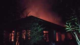 Pulang Rapat Panitia Kawinan, Ar Terkejut Rumahnya Hangus Terbakar