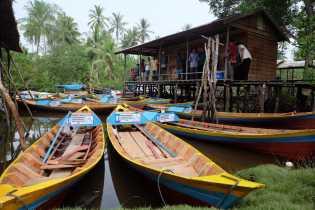 Nelayan di Mandah Terima Bantuan 15 Perahu Motor dan Alat Tangkap Ikan