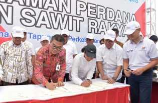 Bank Riau Kepri- Menteri BUMN Teken MoU Program Replanting Kebun Sawit Rakyat