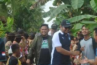 Iwan Taruna Resmikan Pertandingan Badminton di Sialang Panjang