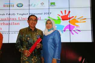 Kembangkan PAUD di Inhil, Wardan Terima Penghargaan Tingkat Nasional