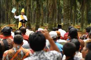 AMPR, Usai Sholat Jumat Gelar Aksi Dukung Jokowi untuk Indonesia Satu