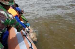 Sesosok Mayat Tersangkut di Jaring Nelayan Sungai Laut Inhil