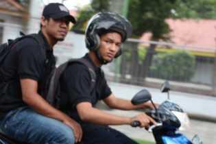 Pemuda Ini Marah, Banyak Baliho Merusak Lingkungan Dan Pemandangan Kota Pekanbaru