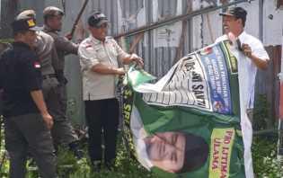 Bawaslu Tertibkan APK Pemilu di Pekanbaru