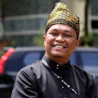 Bantahan Ketua DPW PSI Riau Soal Azlaini Agus Kritik LAM Beri Gelar Adat ke Jokowi