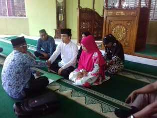 Tahanan Narkoba Lakukan Prosesi Pernikahan di Masjid Mapolda Riau