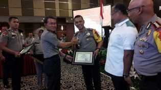 Kapolres Pelalawan Terima Penghargaan Dari Kapolda Riau, Ungkap Korupsi Terbaik