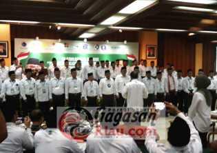 Moeldoko Kukuhkan Gulat Manurung Ketua DPP Apkasindo