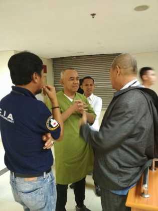 Hari Ke 2 Pemeriksaan Kesehatan 4 Paslon Cagubri-Wagubri Masih Tongkrongi RSUD Arifin Ahmad