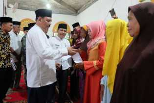 Said Syarifuddin Serahkan Zakat Kepada 400 Mustahiq di Gaung