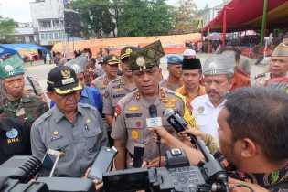 Bupati Wardan Bersama Kapolda Riau Bagikan 4000 Sembako dan 500 Sertifikat Tanah Gratis