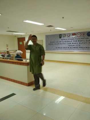 Tim Medis RSUD Arifin Ahmad Puji Paslon Cagubri & Wagubri Bersikap Ramah