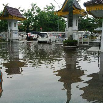 Kantor Firdaus MT Banjir, Diguyur Hujan Satu Jam
