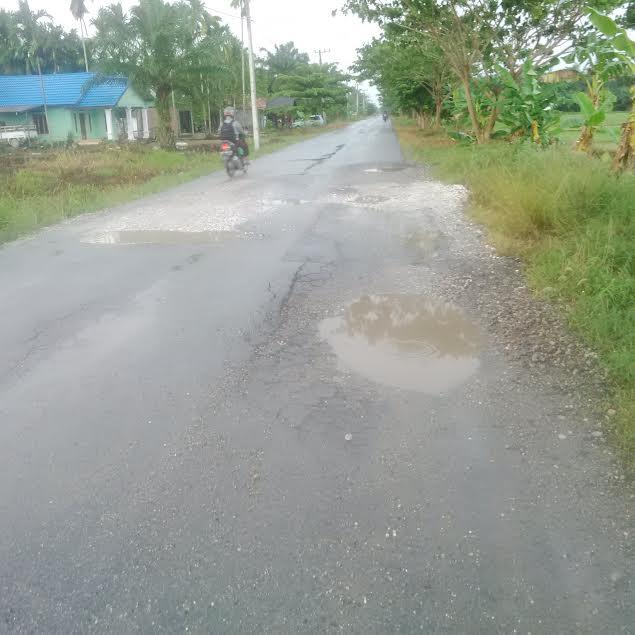 Jalan Hancur, Warga Tuding PT TKWL Biang Keladinya