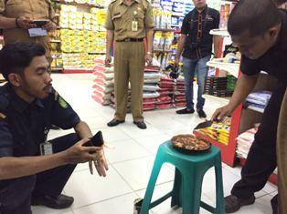 Tindaklanjuti Temuan Cacing dalam Sarden, Disperindag Inhil Sidak Sejumlah Pasar di Tembilahan