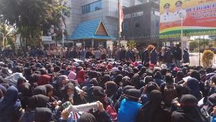 Demo di Kantor Bupati Bengkalis, Mahasiswa: Seperti Tak Ada Keadilan Soal Pembagian Beasiswa