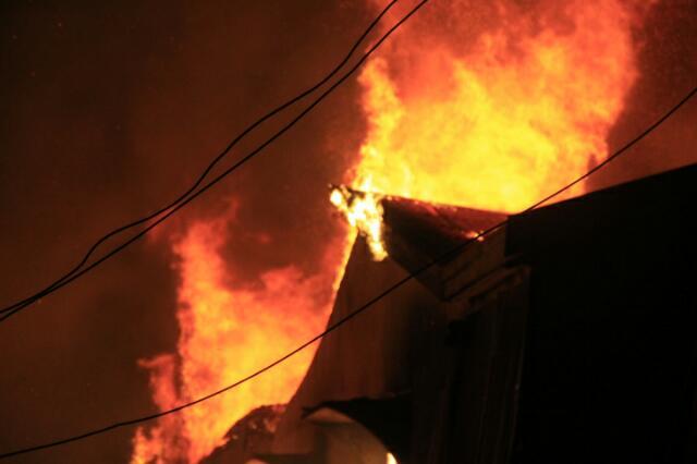 Kebakaran di Tembilahan Hanguskan Konter dan Warung Kelontong
