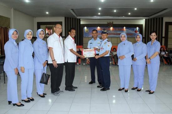 PMI Pekanbaru Beri Penghargaan ke Lanud Roesmin Nurjadin