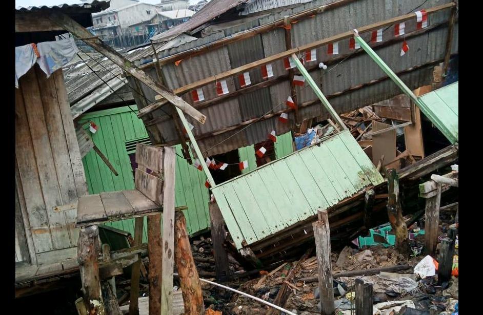 Tanah Longsor Di Kuala Enok, 5 Rumah Warga Luluh Lantak