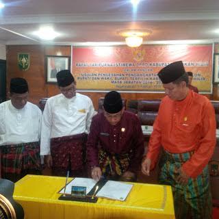 Paripurna Istimewa, DPRD Rohil Sahkan H. Suyatno - Drs. Jamiludin Sebagai Bupati dan Wakil Bupati Rohil 2016 - 2021