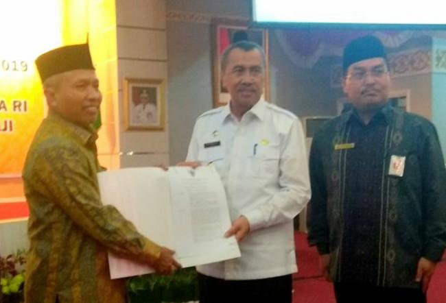 Kemenag RI Serahkan SK Embarkasi Haji Antara Provinsi Riau