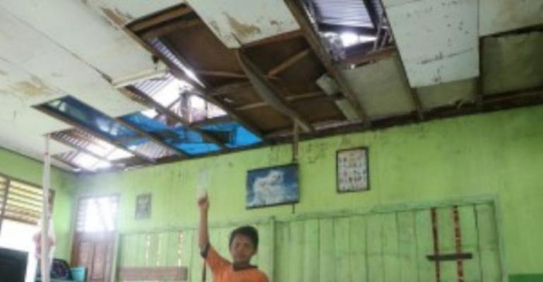Plafon Bocor, Jika Hujan Kelas Tergenang, Bangunan SDN 011 Dumai Sungguh Memprihatinkan