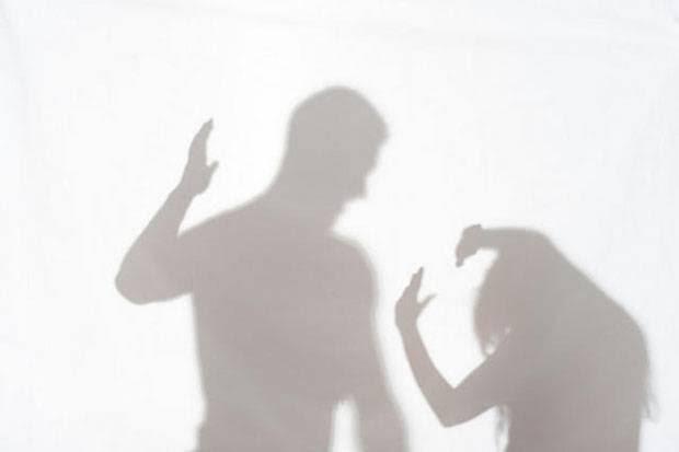 Entah apa yang Merasuki, Suami Tebas Leher Istri Sebelum Gantung Diri