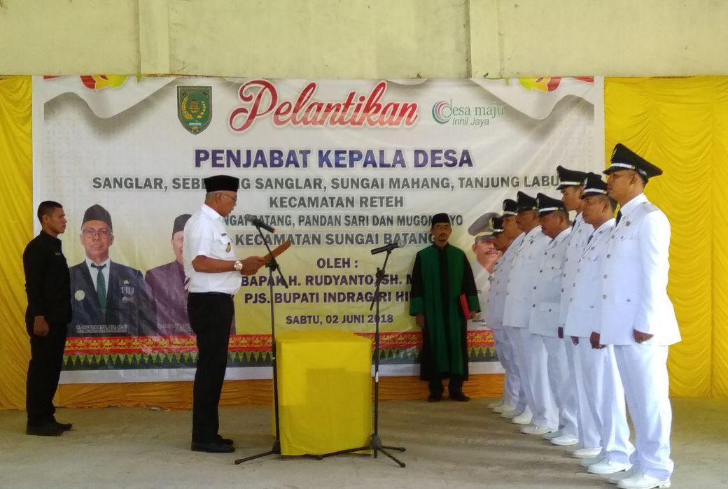 Rudiyanto Lantik Penjabat Kepala Desa 2 Kecamatan Sekaligus