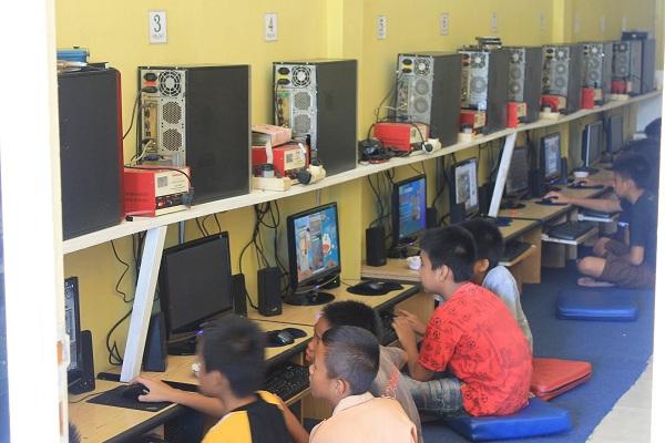 DPRD Pekanbaru : Pemberian Izin Warnet Buka 24 Jam Langgar Aturan