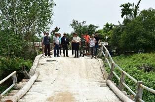 Kunjungi Inhil, Sekdaprov Minta Jembatan yang Amblas Segera Diperbaiki