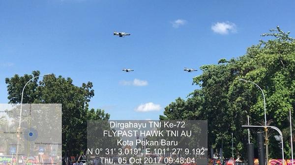 HUT TNI 72, Langit Pekanbaru dan Cilegon Diwarnai Atraksi Pesawat Tempur Skadron 12 dan 16