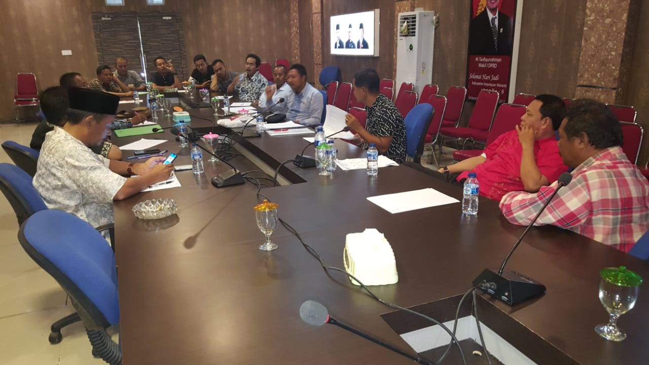 Sejumlah Perwakilan Masyarakat Pulau Padang Datangi DPRD Meranti