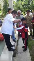 Balon Walikota H Jufri Zubir Santuni Puluhan Anak Sekolah di Muara Fajar