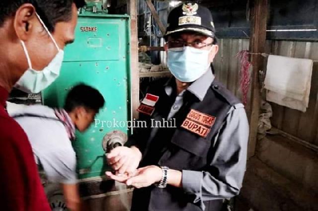 Bupati Inhil Tinjau Kilang Padi di Kempas Jaya