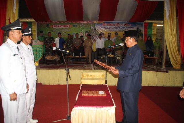 Bupati Wardan Lantik Kades Perigi Raja dan Kades Tanjung Melayu