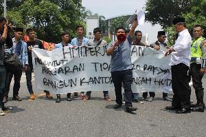 Demo HMIP Gugat Pembangunan Kantor Ditengah Hutan