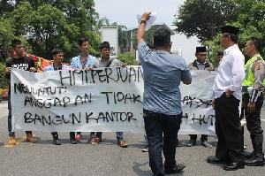 Aksi Demonstrasi Himpunan Muda Indonesia Perjuangan