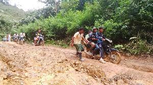 Kondisi Jalan di Kabupaten Kampar Pasca Banjir